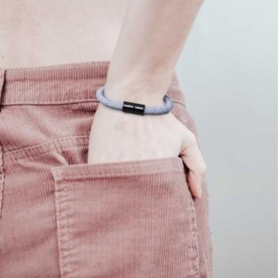 Bracelet avec fermoir magnétique noir mat et câble RX09 (Coton Lollipop)