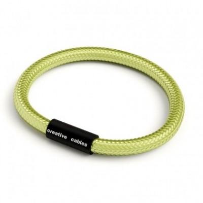 Bracelet avec fermoir magnétique noir mat et câble RM32 (effet soie tissu uni Kiwi)