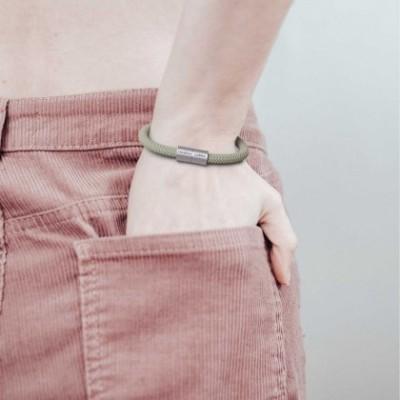 Bracelet avec fermoir magnétique argent mat et câble RD72 (ZigZag Vert Thym et Lin Naturel)