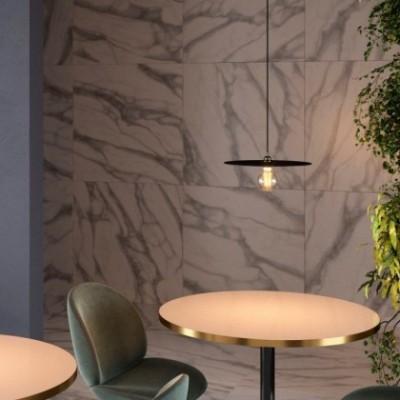 Lampada a sospensione con cavo tessile, paralume oversize Ellepi e finiture in metallo - Made in Italy